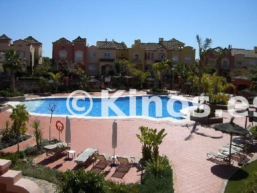 Large terraza vista piscina tipo e.jpg  reducida