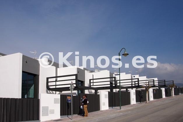 Large adosado torredelmar fachada2 kinosgroup