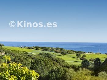 Medium vistas mar y golf