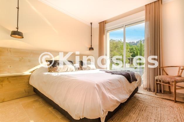 Large oakhill bedroom