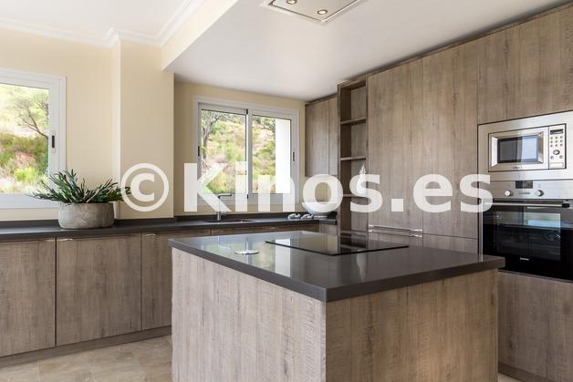 Large oakhill kitchen