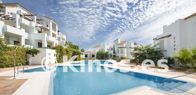 Large vivienda sanroque piscina kinosgroup