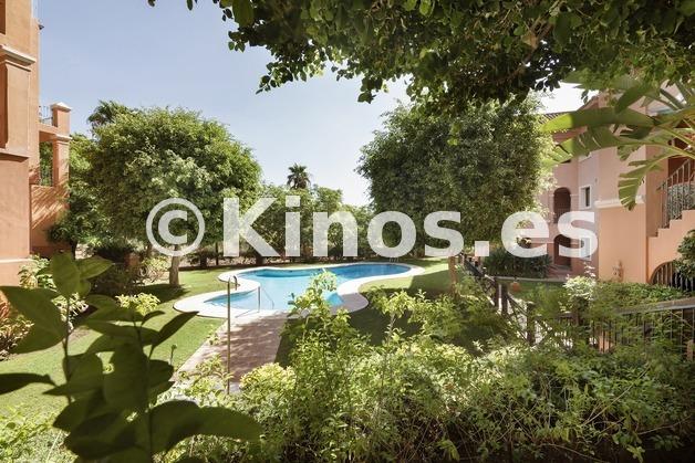 Large vivienda benahavis piscina kinosgroup