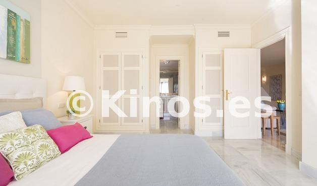 Large vivienda benahavis dormitorio kinosgroup