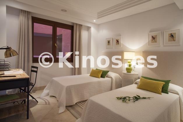 Large piso estepona dormitorio2 kinosgroup