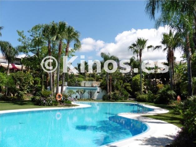 Large villa marbella piscina1 kinosgroup