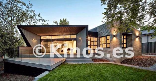 Large casa ultra moderna techo angular