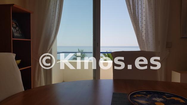 Large_vista_frontal_living_room_